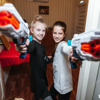 Главное изображение для квеста Одни дома: дети