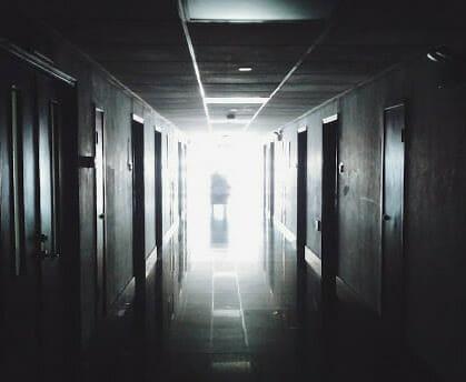 Главное изображение для квеста Зловещая комната 402
